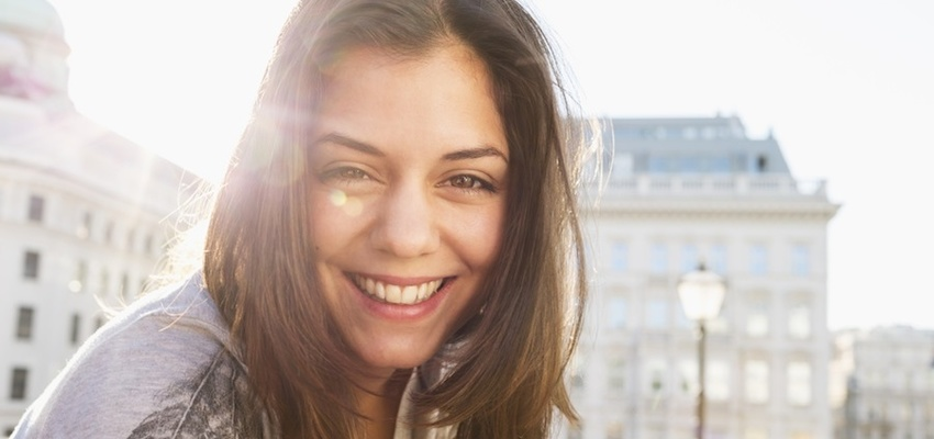 How to be happier! WomanSmilingInMorning-850x400